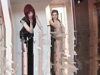 2人の女性ドミネータータグチームディンドンとホイップ